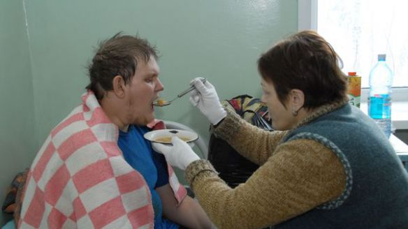 The young man is fed in hospital