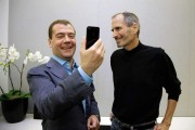 Dmitry Medvedev and Steve Jobs with an iPhone